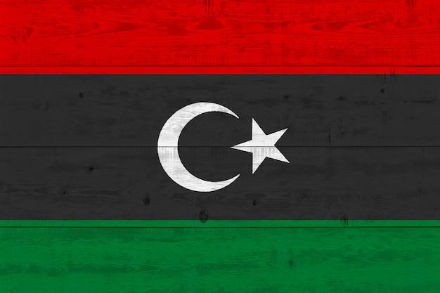 Bandeira da líbia pintada na prancha de madeira velha