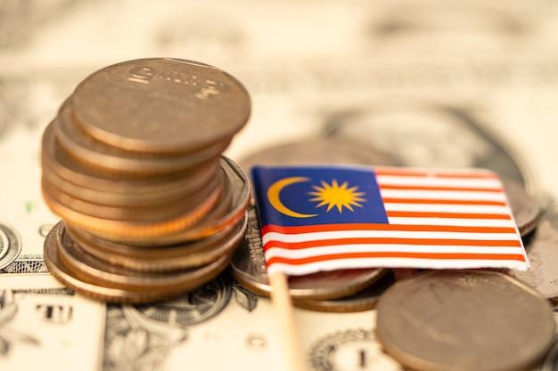 Bandeira da malásia em fundo de moedas