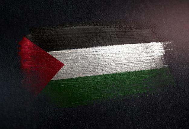Bandeira da palestina feita de tinta pincel metálico na parede escura de grunge
