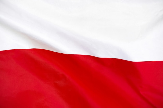 Bandeira da polônia. bandeira da polônia balançando ao vento.