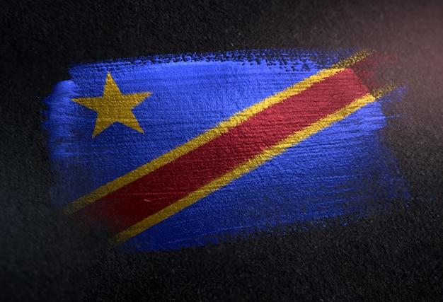 Bandeira da república democrática do congo feita de tinta pincel metálico na parede escura de grunge