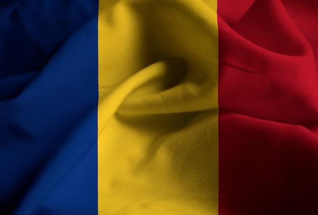 Bandeira da roménia soprando no vento