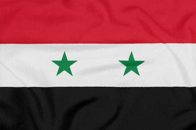 Bandeira da síria em tecido texturizado. símbolo patriótico
