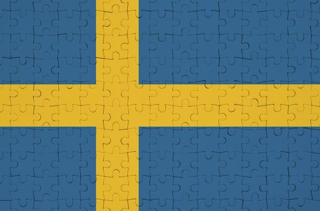 Bandeira da suécia é retratada em um quebra-cabeça dobrado