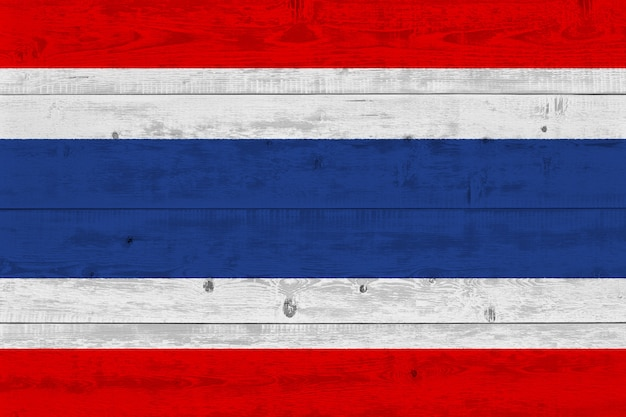 Bandeira da tailândia pintada na prancha de madeira velha