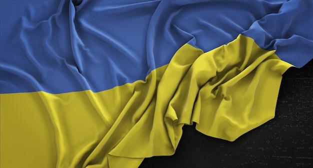 Bandeira da ucrânia enrugada no fundo escuro 3d render