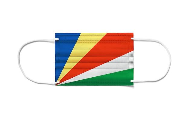 Bandeira das seychelles em uma máscara cirúrgica descartável.