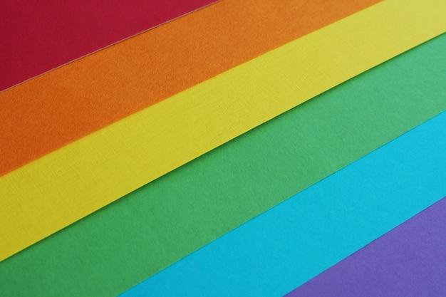 Bandeira de arco-íris da comunidade lgbt feita de papel aquarela multicolorido