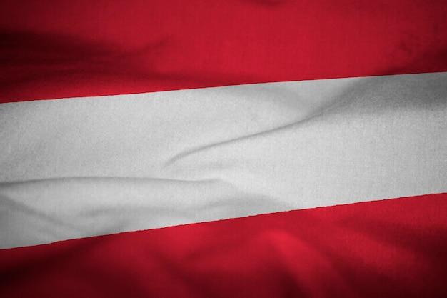 Bandeira de babados da áustria soprando no vento