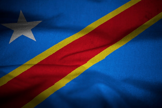 Bandeira de babados da república democrática do congo soprando no vento