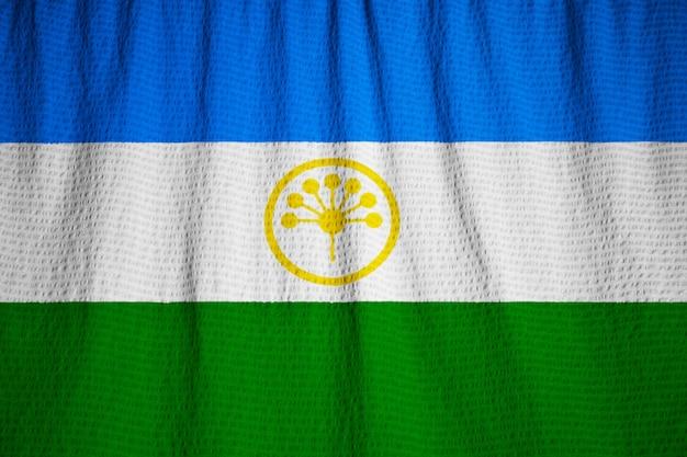 Bandeira de babados de bascortostão soprando no vento