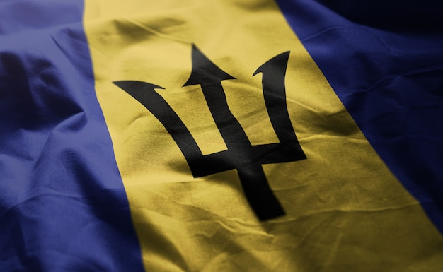 Bandeira de barbados amarrotada close up
