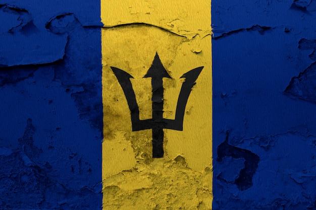 Bandeira de barbados pintada na parede de concreto rachado