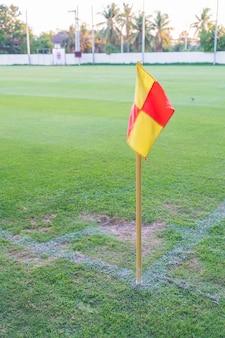 Bandeira de canto em um campo de futebol