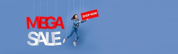Bandeira de fantoche de mulher excitada com sinais de comprar agora e venda mega