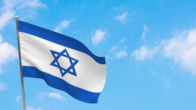 Bandeira de israel na pole. céu azul. bandeira nacional de israel