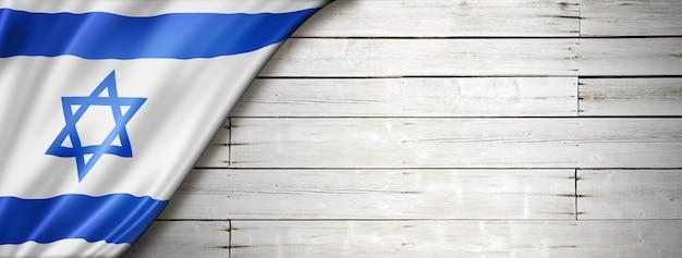 Bandeira de israel na velha parede branca