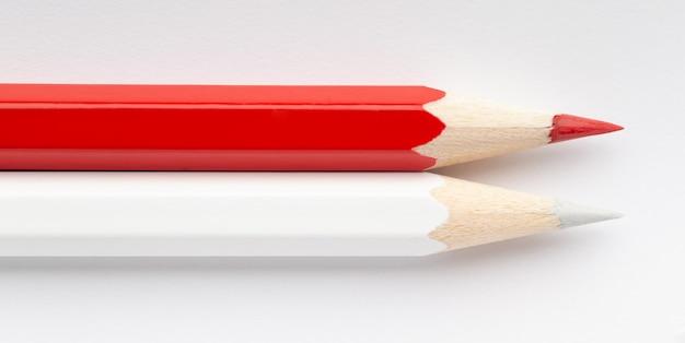 Bandeira de mônaco indonésia feita de lápis de madeira coloridos