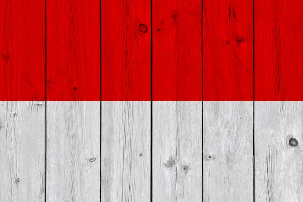 Bandeira de mônaco, pintada na prancha de madeira velha