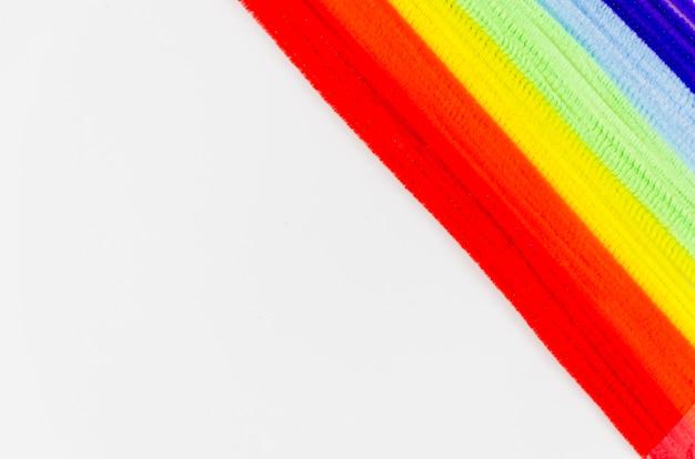Bandeira de orgulho com chenille colorido hastes