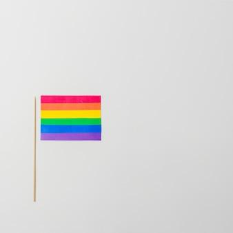Bandeira de papel brilhante lgbt com vara