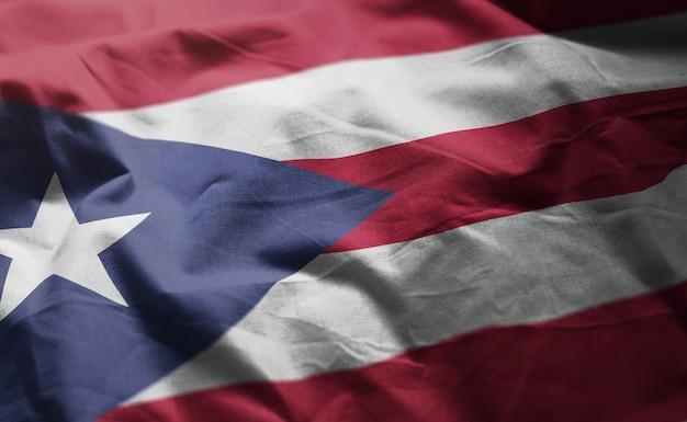 Bandeira de porto rico amarrotada close up
