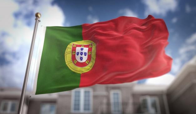 Bandeira de portugal 3d rendering no fundo do edifício do céu azul