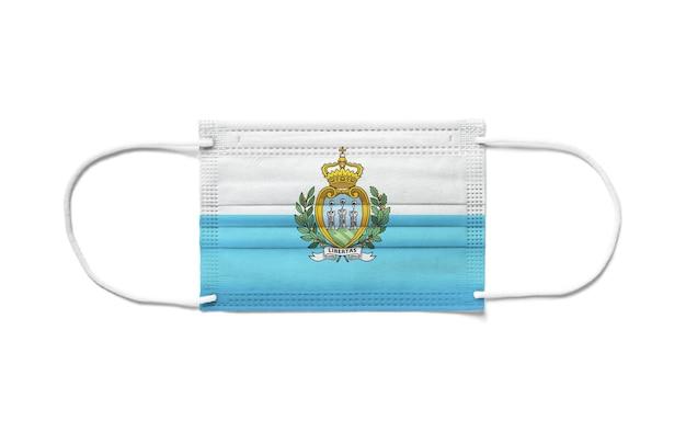 Bandeira de san marino em uma máscara cirúrgica descartável.