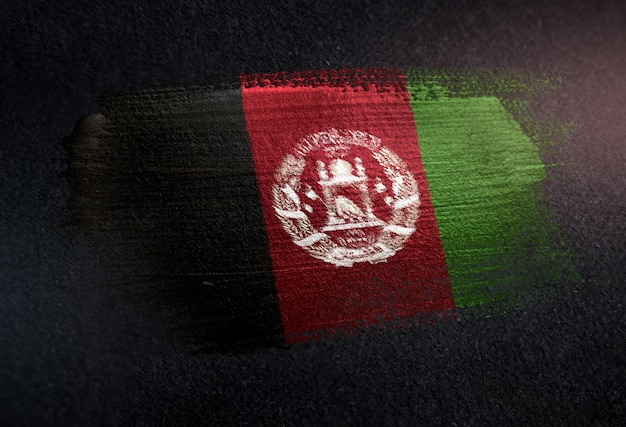 Bandeira do afeganistão feita de tinta de pincel metálico na parede escura de grunge