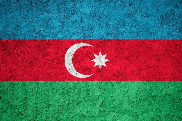 Bandeira do azerbaijão pintada na parede rachada do grunge