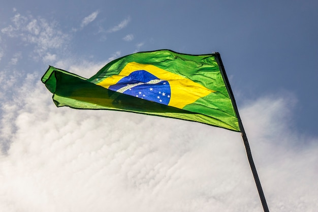 Bandeira do brasil ao ar livre no rio de janeiro.