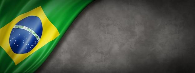 Bandeira do brasil na parede de concreto