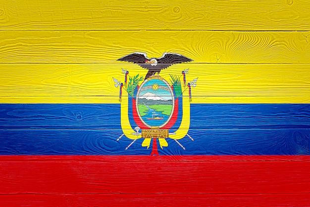 Bandeira do equador pintada em pranchas de madeira