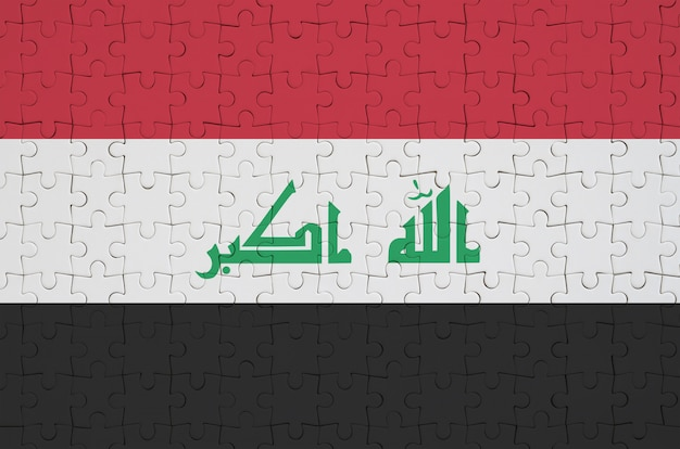 Bandeira do iraque é retratada em um quebra-cabeça dobrado