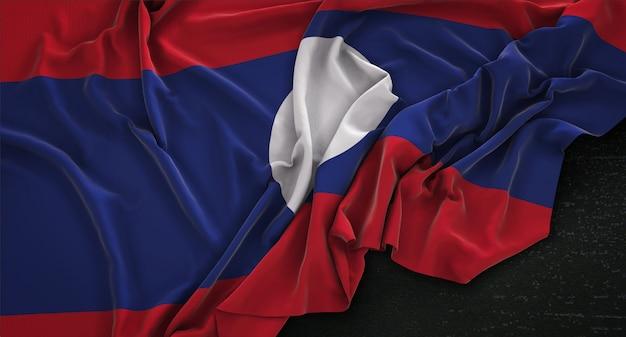 Bandeira do laos enrugada no fundo escuro 3d render