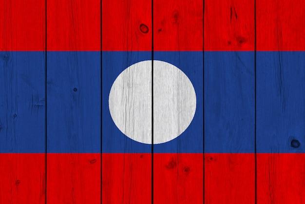 Bandeira do laos pintada na prancha de madeira velha