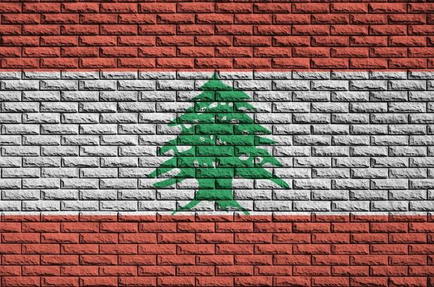 Bandeira do líbano é pintada em uma parede de tijolos antigos