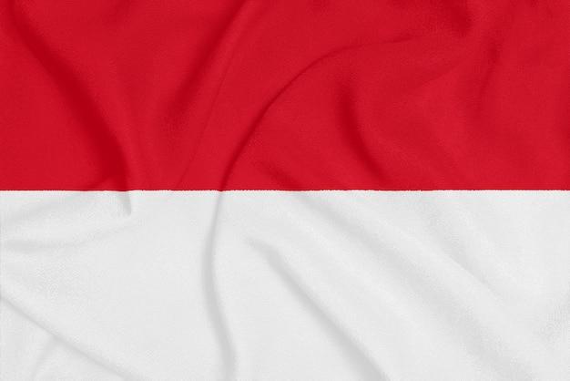 Bandeira do mónaco em tecido texturizado, símbolo patriótico