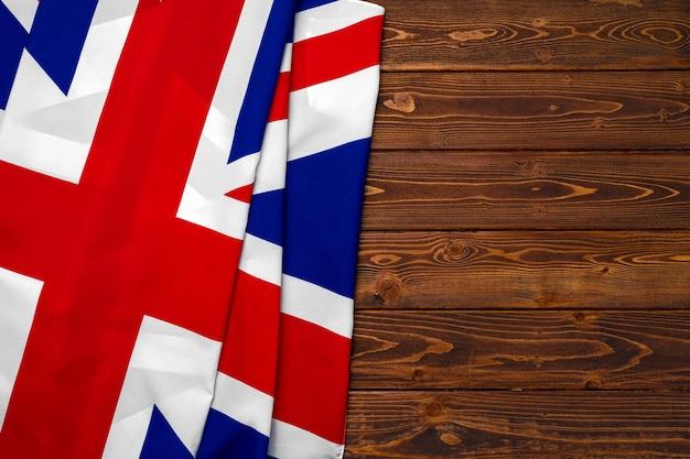 Bandeira do reino unido em fundo de madeira