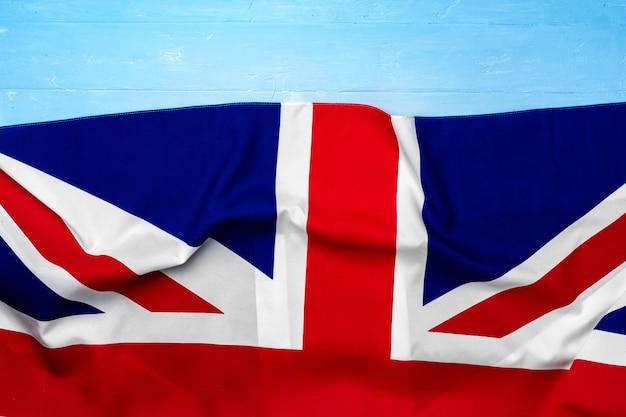 Bandeira do reino unido na superfície de madeira, copie o espaço