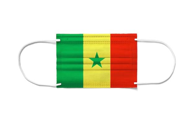 Bandeira do senegal com máscara cirúrgica descartável
