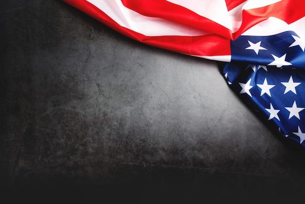 Bandeira dos eua, bandeira da américa em fundo preto com espaço de cópia