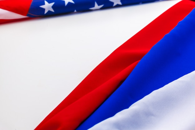 Bandeira dos eua e fundo da bandeira da rússia