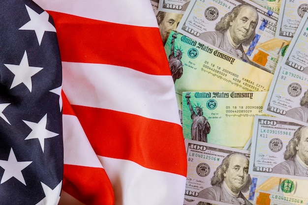 Bandeira dos eua e notas de dólar dos eua