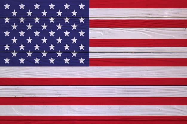 Bandeira dos eua em uma placa de madeira