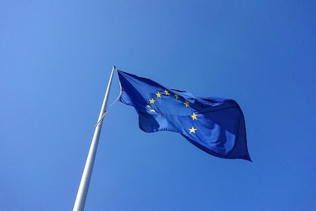 Bandeira europeia, soprando, waving, em, vento