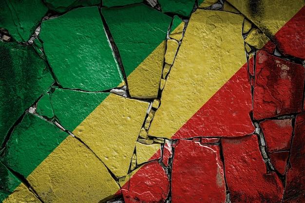 Bandeira nacional da república do congo em um antigo muro de pedra