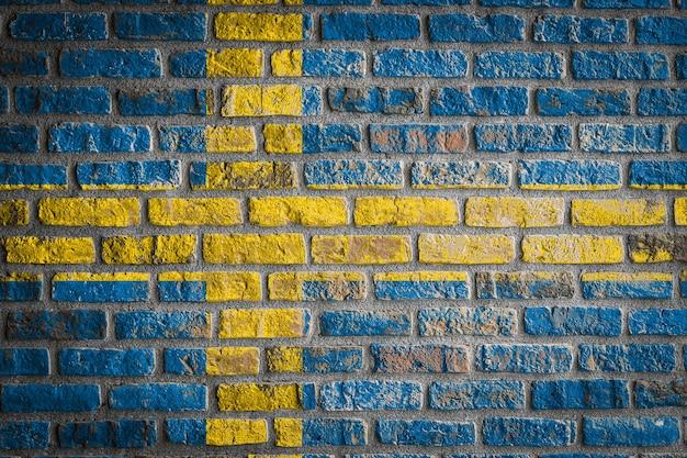 Bandeira nacional da suécia em uma velha parede de tijolos