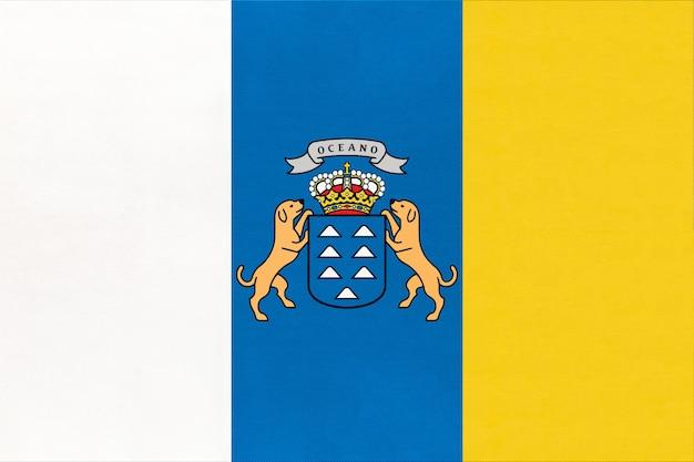 Bandeira nacional das ilhas canárias com emblema