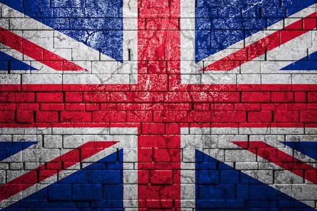 Bandeira nacional do reino unido na parede de tijolos. o conceito de orgulho nacional e o símbolo do país.